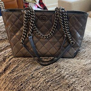Gorgeous CHANEL pewter medium handbag 🙌